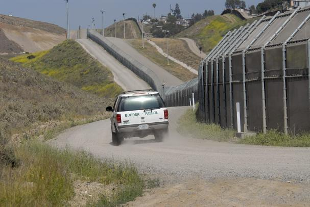 texas stretch of border fence operation gatekeeper south indian model seena portfolio stills 6 586x390 Seena Indian Young Teen ...